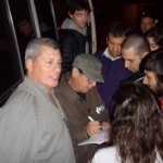 pguitarra autografando na argentina maio2010