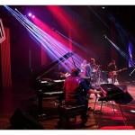 show makima trio, kiko continentino, renato massa, marcelo maia. convidados, marcelo martins e paulinho guitarra. festival de jazz goiania, abr2014 (2)